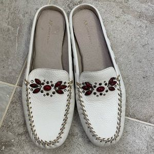 Anne Klein size 10 slip on flats white with beads